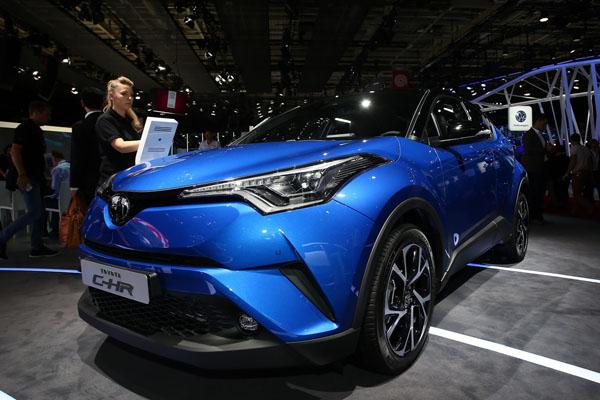 Встолице франции презентован серийный кроссовер C-HR от Тойота