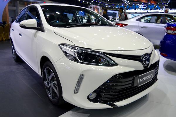 Обновлённый пикап Тойота Hilux 2018 поступил в реализацию