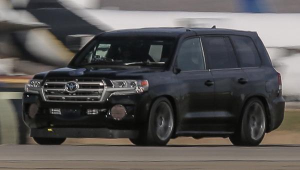 Вседорожный автомобиль Тойота Land Cruiser сумел разогнаться до370км вчас