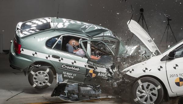 Краш-тест ANCAP: старая Тоёта Corolla против новейшей