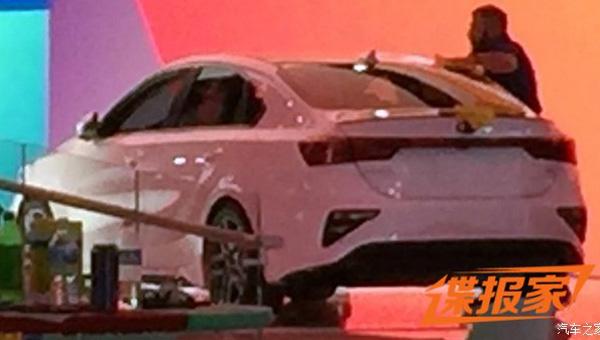 Компания Киа представила седан Forte/Cerato обновленного поколения