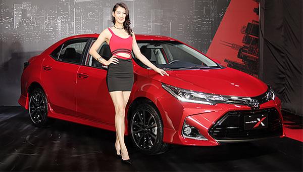 Тойота представила «спортивную» версию седана Corolla Altis сагрессивным бампером