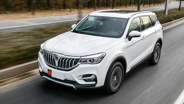 Новый Brilliance V6 добрался до вывесок дилерских центров