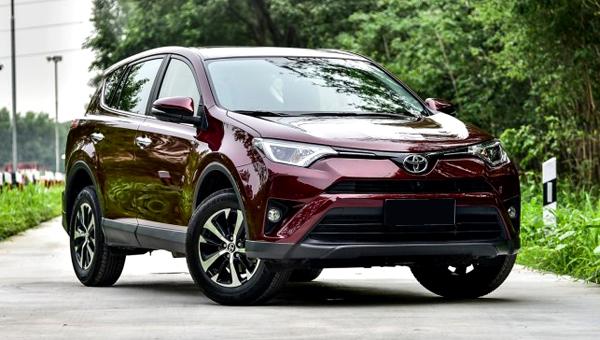 Тойота возвратила в Российскую Федерацию дизельный RAV4 иобновила комплектации кроссовера