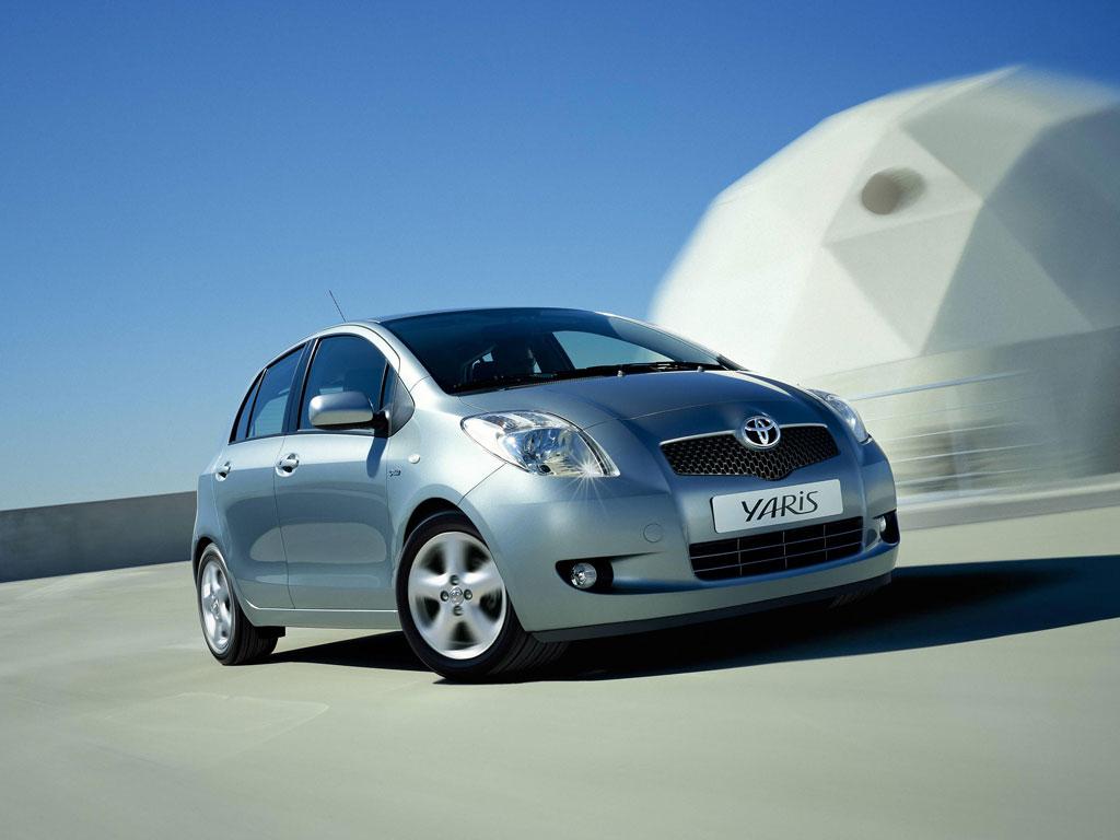 Фото Toyota Yaris 1.3 MT.