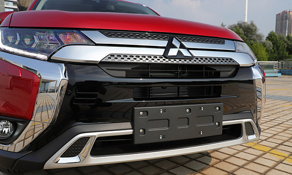 Сколько стоит 7-местный Mitsubishi Outlander в России?